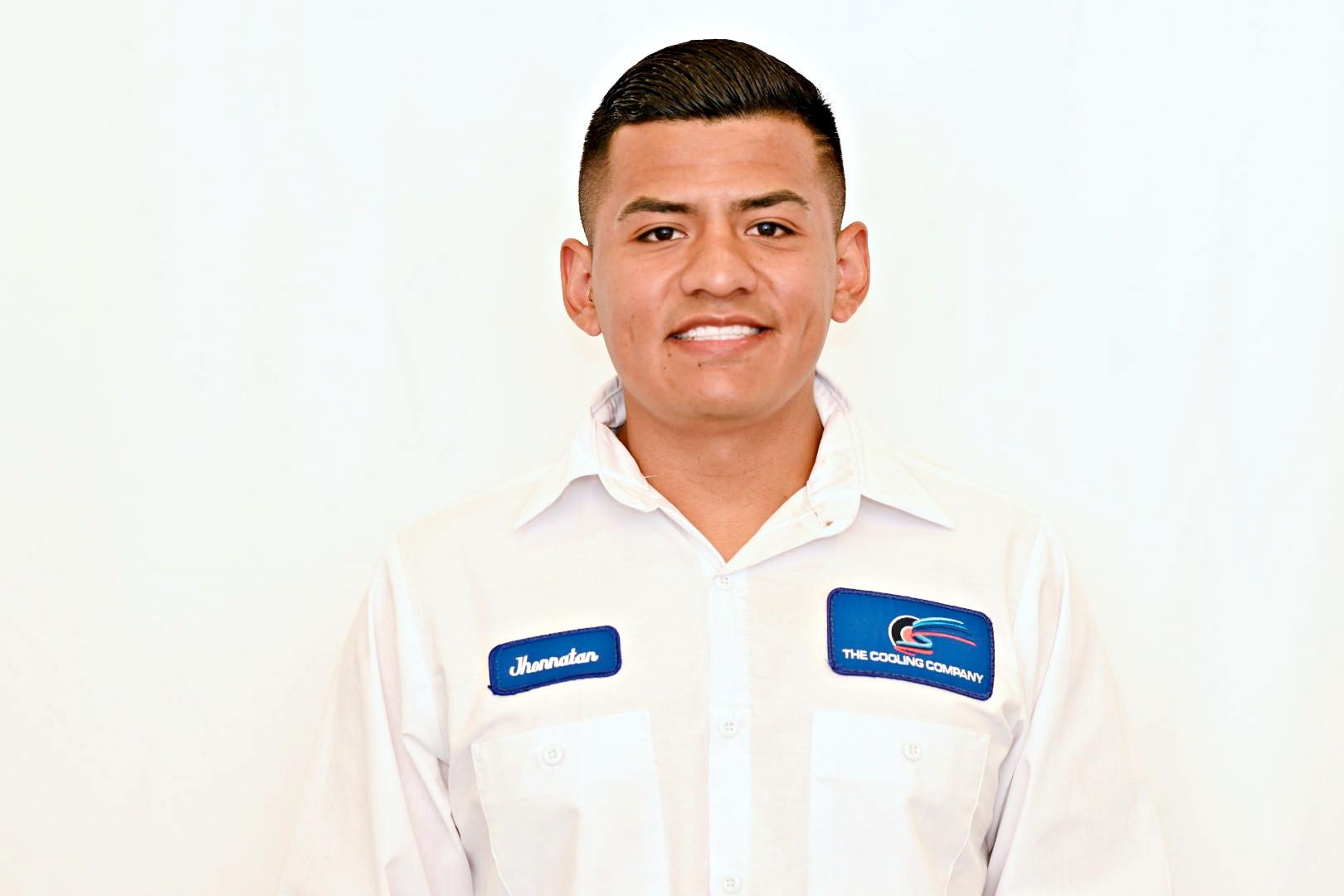 technician Jhonnatan of Cooling Company